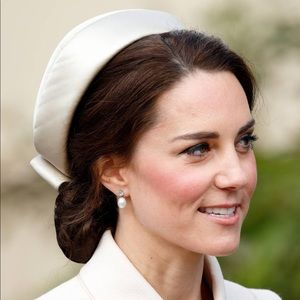 Kate Middleton Style Vintage 1960s pill box hat